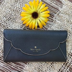 ♠️ KATE SPADE;Black & White Scallop Leather Wallet